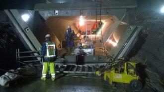 Ook 's nachts werd er hard gewerkt aan de fietstunnel.